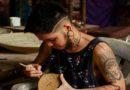 Artesão trans recebe apoio da GOL Linhas Aéreas para divulgar seu trabalho com cerâmica
